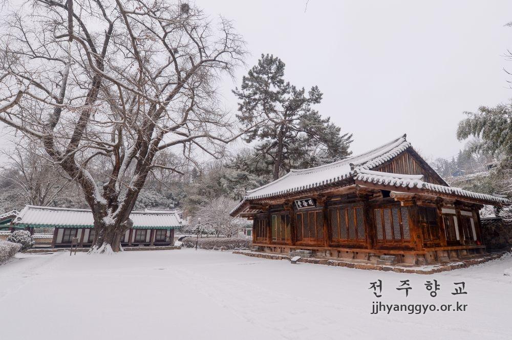 Myeongryundang_7241.JPG